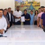 Osmar Filho promulga lei que garante livre acesso de personal trainer a academias de ginástica em São Luís