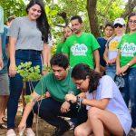 Osmar Filho participa do plantio de mudas na Reserva do Itapiracó
