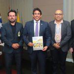 Osmar Filho fecha parceria com os Correios para lançar selo postal em comemoração aos 400 anos da Câmara