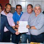 Osmar Filho prestigia assinatura da Ordem de Serviço da feira do Vicente Fialho