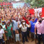 ''Cajari anseia por mudança'', disse Osmar Filho em visita ao povoado do município, ao lado da Drª Maria Felix