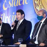 Osmar Filho faz avaliação positiva da legislatura durante entrega da Medalha Simão Estácio da Silveira
