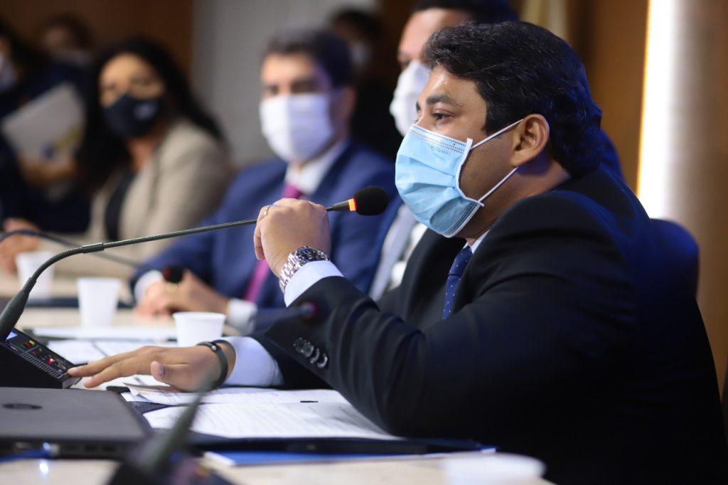 Osmar Filho determina novas restrições e suspende atividades presenciais na Câmara de São Luís - Osmar Filho